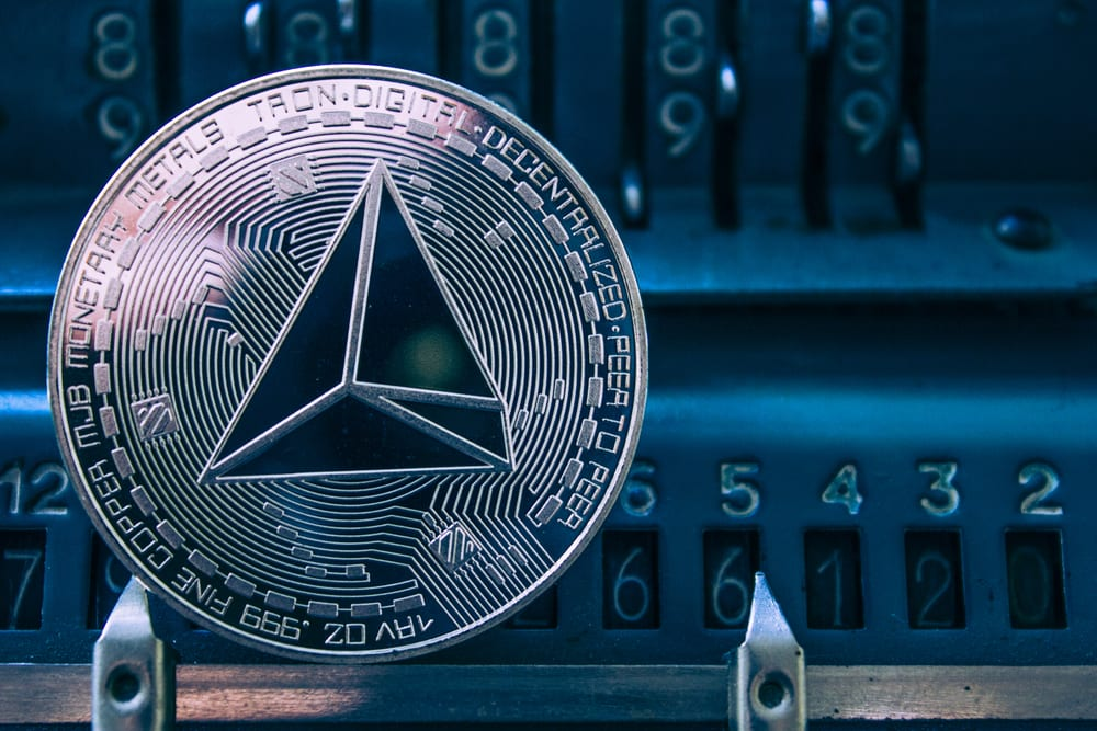 tron - Tron's Justin Sun Offers A Helping Hand To Ethereum And EOS Developers; TRX Vs. EOS & ETH