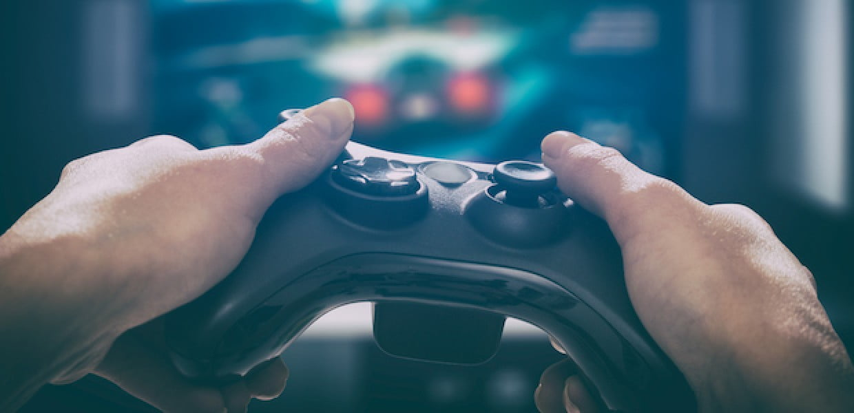 eSports gamer in front of tv 47e5feb443b41ef562a7a82309415bef - $100 Million Ripple Investment: Crypto And Blockchain Penetrate Gaming Industry