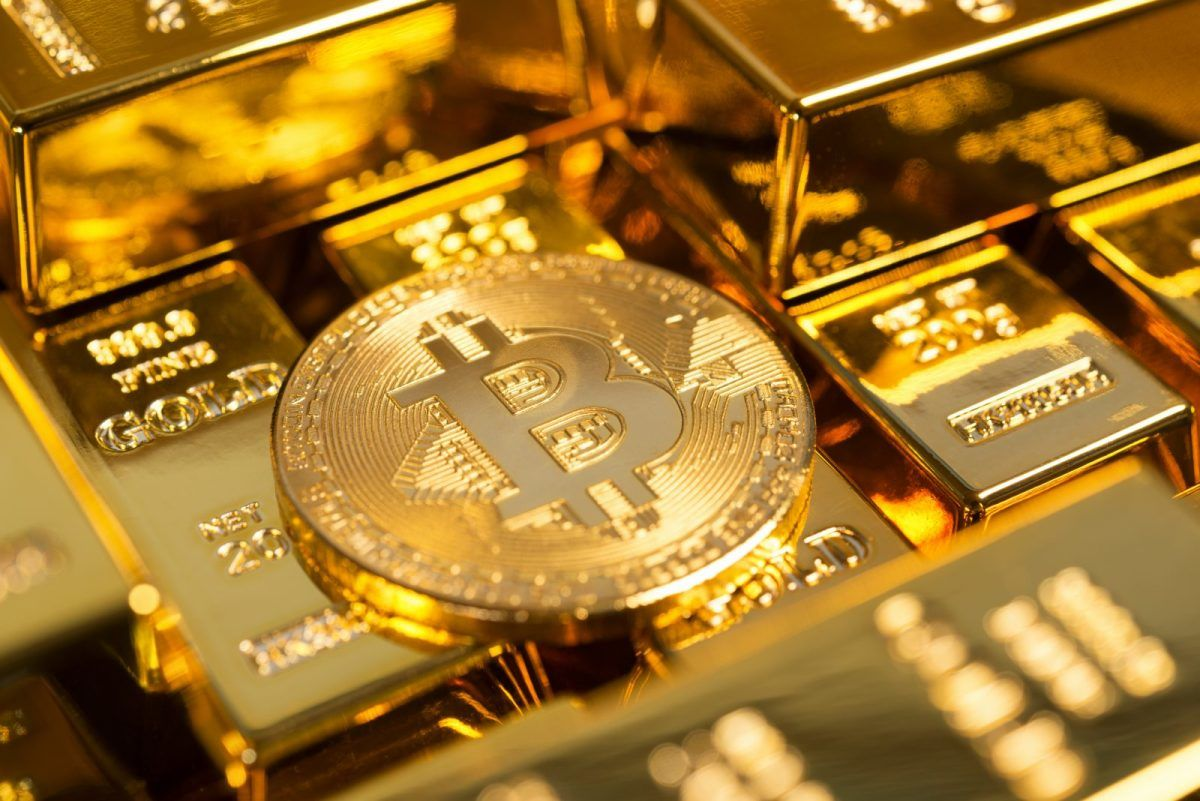 Bitcoin and gold e1561535838310 - Bitcoin Becomes King Of 2020 Investments As It Surpasses Gold