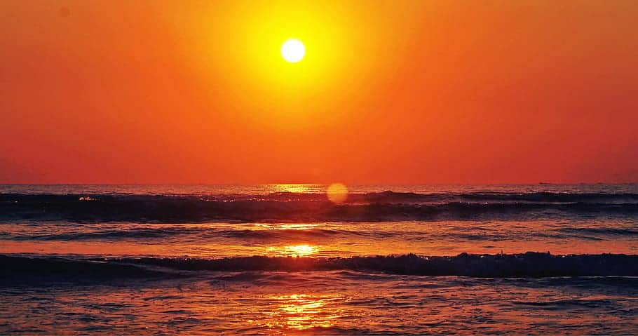 good morning pure sun rise sunset sun in sea - Altcoins Breakout Is Imminent, Analyst Says