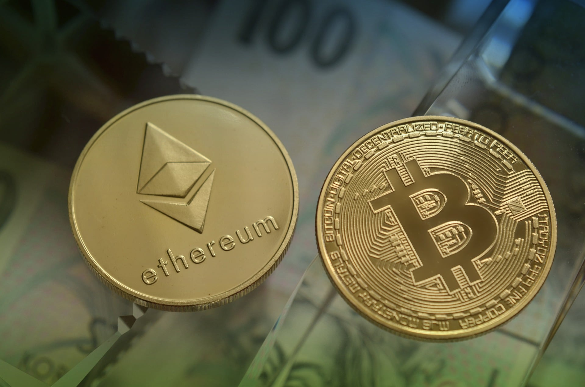 Ethereum Prediction: Massive ETH Breakout Is Around The Corner | CryptoGazette - Cryptocurrency News